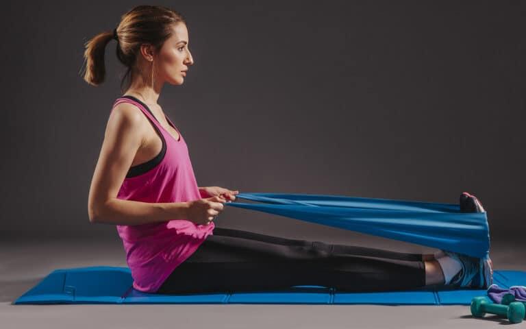 Ro øvelse med elastik.