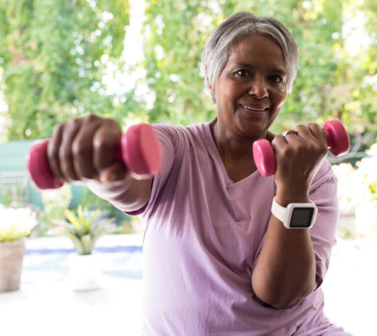Rygøvelser med vægte giver styrke og stabilitet til lænden og ryggen.